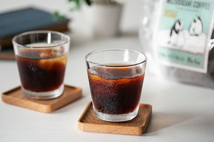 コロンビア産の豆を使用したカフェインレスの水出しコーヒーです。水1ℓにコーヒーバッグを1包を入れて、冷蔵庫で8~12時間置いたら完成。コーヒーバッグの抽出時間を変えると、自分好みの濃さにできるところも◎カフェインレスなので夜も気軽に飲めるのが嬉しいですね。