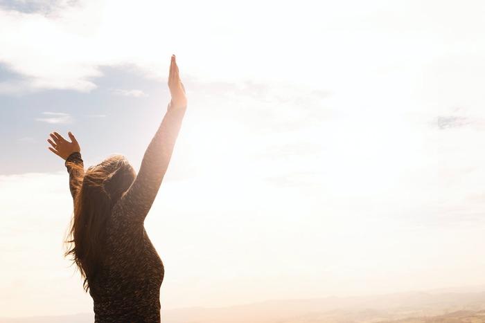 明日の朝から始めよう!心と体を目覚めさせる「朝ヨガ」のすすめ