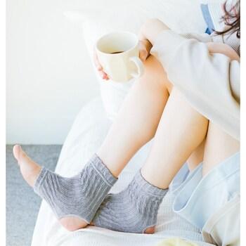 足首ウォーマーなら、軽やかな見た目ながら、冷え取りポイントの足首はしっかりガードしてくれます。