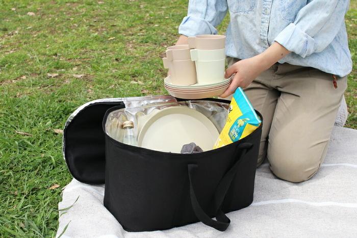 荷物の多いキャンプでは、コンパクトになることは必須条件です。お皿やかさばるコップはスタッキングできると持ち運びに快適です。専用の袋やケースが無くても、おさまりが良くて荷造りもしやすいです。