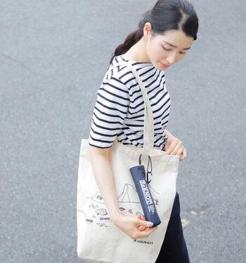 専用袋に付いたカラビナを使えば、バッグにぶら下げて持ち歩くことも可能です。お出かけのお守り感覚で携帯できます。