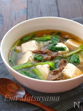 牛肉の旨味が染み込んだスタミナスープは、最後まで飲み干すと身体の芯からパワーがみなぎりそうですね。絹ごし豆腐も加えることで、栄養バランスのいいスープが完成!特別な具材や調味料は使用していないため、今日にでもすぐにチャレンジできそうです。