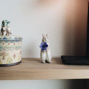 higumaさんは動物の置物も作られています。ブローチも使用しないときはお部屋に飾って置けば、インテリアとしても楽しめますね。かわいすぎて何度も眺めてしまいそう。