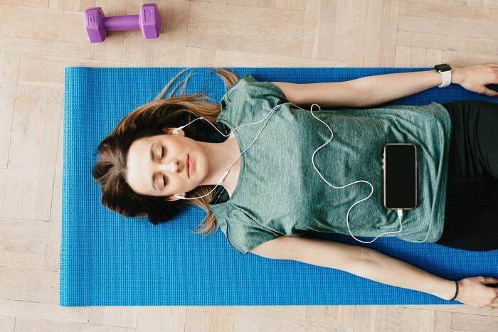 「おうちヨガ」で癒しの自分時間を。毎日に取り入れやすいおすすめポーズ集