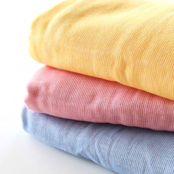 歴史ある三河木綿を使用したガーゼケット。1層が1層すべて違う生地でつくられており、空気をしっかり包み込みます。ポップなカラー展開が、小さなお子さんの眠りをかわいく演出してくれます。