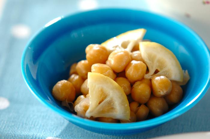 バターで炒めたひよこ豆をレモンとともに煮た爽やかな一品。ほんのりした甘さもいい味わい。メイン料理の付け合わせにもよさそうですね。