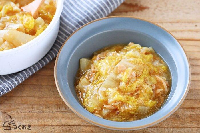 無水調理で作る白菜とツナのとろとろ煮は、生のまま冷凍保存した白菜の調理法としておすすめです。野菜嫌いな子どもも、ツナ缶を加えると美味しく食べてくれそう♪無水調理なので、白菜とツナの旨味がギュッと詰まり、味わい深くできあがります。
