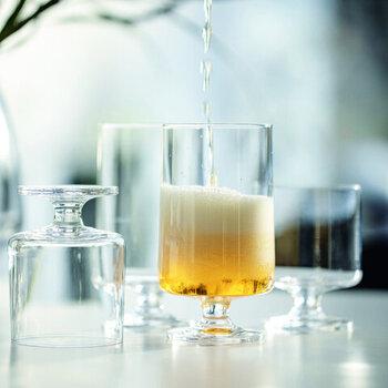 STUBとは切り株の意味です。透明でストンとしたシルエットはシンプルな美しさがあり、驚くことにスタッキングも可能です。360lm入る大容量で、ビールの泡立ちも存分に味わえます。