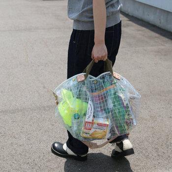 街歩きにも♪持つのも楽しい「ビニール素材」のおすすめバッグ15選