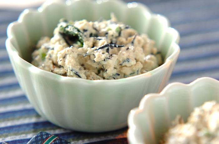 なめらかで優しい味わいの白和えは、食卓にあるとほっとする一品。ほうれん草や豆腐の水気をしっかり切ると、仕上がりが水っぽくなりません。余った煮物の消費レシピとしても◎
