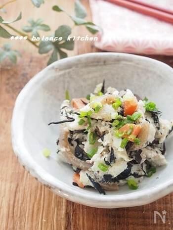 ひじきの煮物をポテサラにリメイク♪里芋を使ったポテサラは、じゃがいもとは違った美味しさを楽しめます。ダイエット中のメニューにもおすすめ!