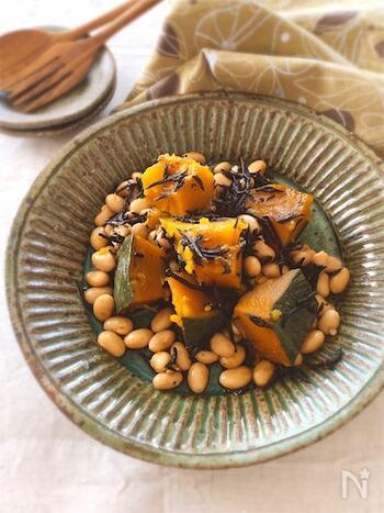 健康に良いとされる豆と海藻を一緒に摂れるメニュー。ゴロゴロと入っているかぼちゃが存在感を発揮しています。食材の下ごしらえをしたら、後は全てお鍋で煮るだけ。甘くてホクホクのかぼちゃと、ひじきのコラボを楽しんで♪