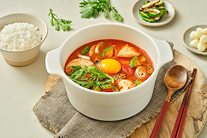 食欲をそそる夏のピリ辛料理!韓国グルメでスタミナをつけよう