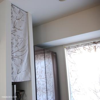 収納の目隠しにも!お気に入りの布で作る素敵なカーテン