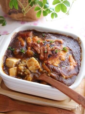 お豆腐を入れることでかさまし&栄養価アップの嬉しいレシピ。少しだけ残ったカレーにクミンを加えて混ぜ合わせることで、本格的な風味が楽しめます。お豆腐は水気を切ってから入れることで、味が薄まらずに美味しくいただけます。