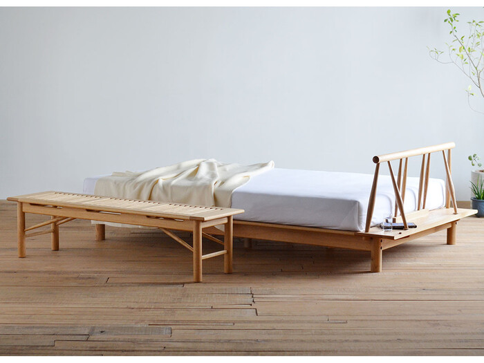 和室の部屋に、洋風のベッドを置くのは意外な組み合わせかもしれませんが、実はしっくりとなじむんです。畳だから、お布団と決めつけずに、ベッドを置いてみませんか。