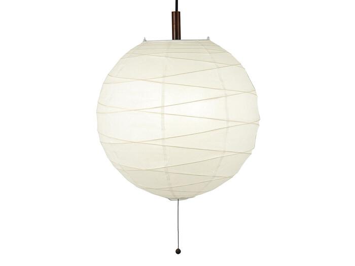 和紙を使ったまあるいライトは、和の空間にぴったり。 和紙の細やかな繊維が影になってお部屋に優しい陰影を生み出します。