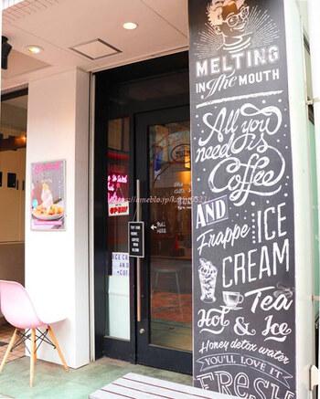 広尾にある「MELTING IN THE MOUTH(メルティング イン ザ マウス)」は、フォトジェニックなソフトクリームが人気で、SNSでも話題を集めています。