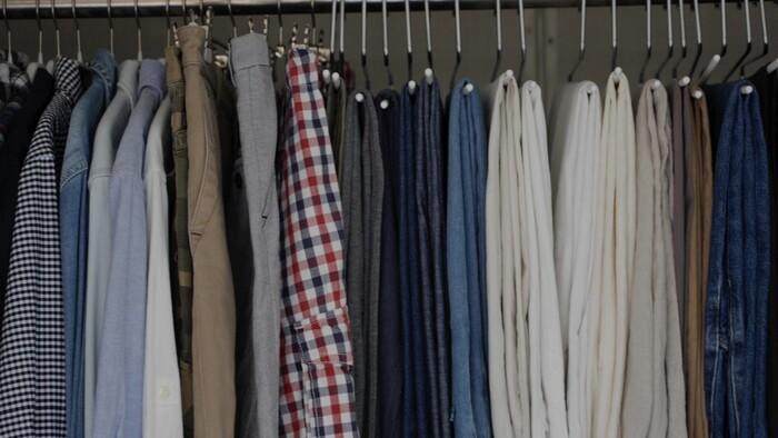 洋服をぎゅっと詰めるのではなく、開けたときに風に揺れたり、引き出したときにすぐ手に取れるようなクローゼットを意識すれば、毎日出し入れしていてもきれいな状態をキープできるんですね。色もグラデーションで並べておけば、きれいを保ちたいという意識も持続しそうです。