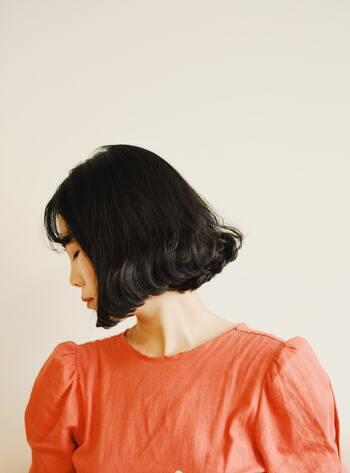 おかっぱ、というと古いイメージをお持ちの方もいるかもしれませんが、実は今オーダーが増えている髪型なんですよ。 朝のお手入れにもそこまで手間がかからず、セットやアレンジもいろいろ楽しめる、いいとこどりなヘアスタイルです。