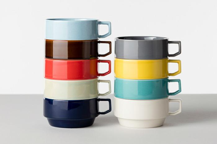 カチッとはまって気持ちいい。まるでブロックのように色合いや収納を楽しめるスープカップです。カラフルな色合いは、入れるスープを鮮やかに演出してくれます。