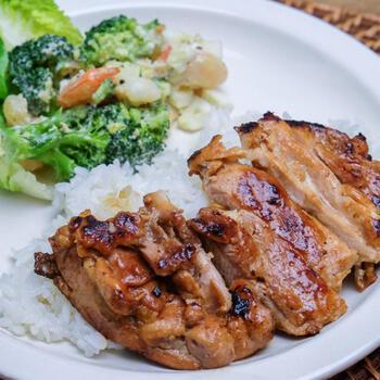 オススメは、お肉との組み合わせ。なかでも、サラダチキン、豚や牛のロースステーキ、から揚げとは絶妙のコンビネーション。フレッシュな野菜を加えて、一緒にかけてもよいですね〇   お肉の下味にしたり、シンプルにかけたりして使うと、ホットソースならではの美味しさを堪能できます。