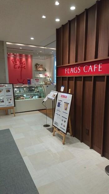 京都伊勢丹の4階にある「フラッグス・カフェ」は、旬の食材やハーブを使ったメニューがいただけるカフェです。 京都タワーを眺めながら、ひとりでゆっくりとした時間を過ごすことができます。
