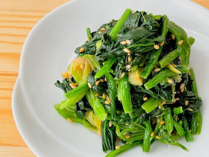 ごま油香る、食欲そそるほうれん草のナムル。にんにく不使用なのでお弁当の副菜にも大活躍します。丼や麺類などのトッピングにも使えます。
