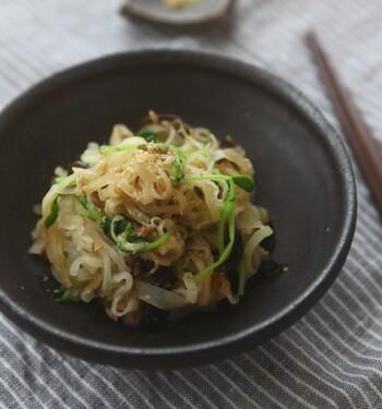大根と豆苗の食感楽しめる、シンプルだからこそ美味しい和え物。大根の水気をしっかり切って合えてくださいね。ゴマは多めがおすすめです♪