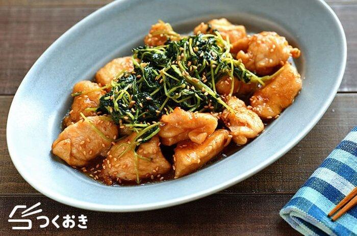 ムネ肉を使ったヘルシーなのにお腹も満たされるレシピは、冷えても美味しい一皿です。お好きな方は豆苗の量を増やしても◎。