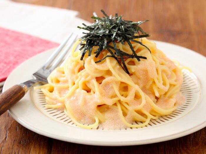 たらことパスタがあれば、あとはおうちにある調味料で手早く本格的な味のたらこパスタに。おいしさの秘密は鶏ガラスープの素を少し入れること。うま味が加わりクセになるリピしたくなる味に仕上がります。