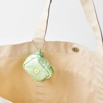 会社の中で使うバッグにこんな風にかけていうても便利そうですね。