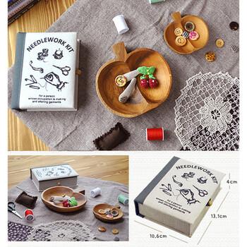 本の様なボックスに、基本の中身が入ったソーイングボックス。お裁縫が趣味の方はもちろん、お裁縫を好きになって欲しい方へのプレゼントとしてもおすすめです。