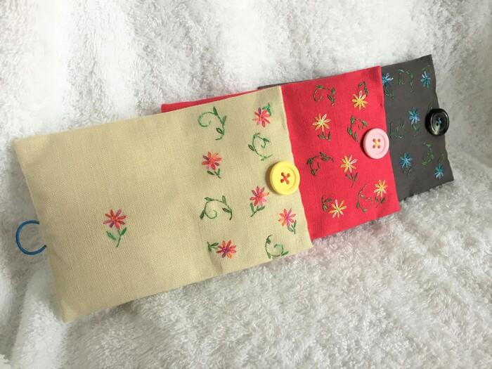 お花柄の刺繍がとっても温かい雰囲気のソーイングケース。持っているだけで、少し大人の女性に近づいた様な気分になれそうですね。
