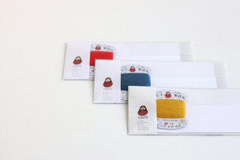封筒2枚、便箋4枚、糸1色のセットは、RED・BLUE・MUSTARDの3色の糸がどれも魅力的で、全色揃えたくなります。