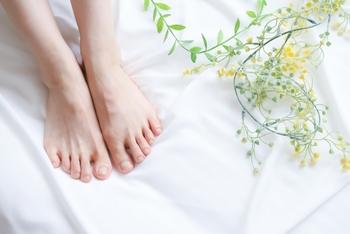 脚のむくみ・腰痛対策に!【足枕おすすめ10選】足が軽くスッキリと♪