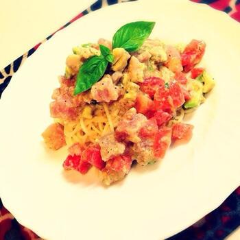 暑い時期には冷製パスタにアレンジ。アボカドとマグロに、トマトの酸味がとっても合います。アンチョビがいいアクセントになり、食欲をそそります。