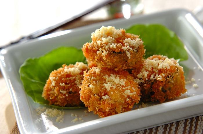 サクサクに揚げたズッキーニに、粉チーズをふったフライレシピ。最後に粉チーズをかけることで、美味しさをキープできるんです。お弁当にも良いですね*