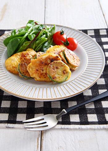 味噌の優しい味わいに癒される、鶏むね肉とズッキーニのピカタです。鶏むね肉は、加熱しすぎないようにして柔らかく仕上げましょう。お子さんにも食べやすい味です◎