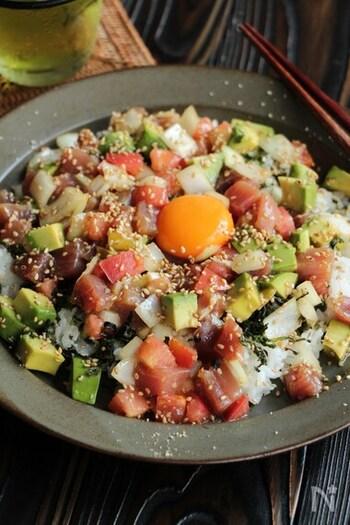 ボリューミーで野菜もしっかり摂れる海鮮丼。火を使わない手軽さに加え、家族や友達とシェアして食べられる、おもてなしメニューとしてもおすすめです。