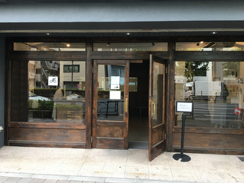 台東区蔵前にある「菓子屋シノノメ」は、完売してしまうことも多い人気店。アンティーク調のインテリアがおしゃれとSNSでも注目されています。