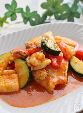 お好みの白身魚で作るブイヤベース風。トマトジュースで作ることができるので、手早く簡単!彩りも豊かで、食卓が華やぎます*