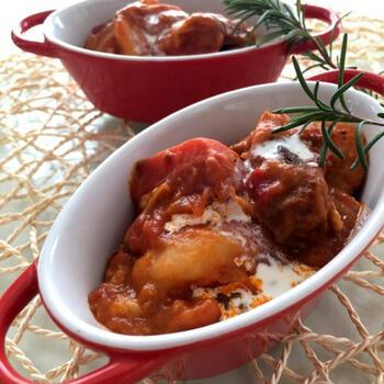 スペアリブ入りのトマトシューは、意外で面白いですね。圧力鍋を使えば、超簡単に時間もかけずにとろとろのスペアリブが楽しめます。スパイスの香りがいいアクセント♪
