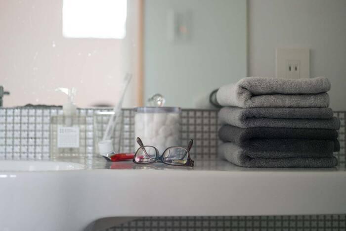 同シリーズのグレートーンのタオルです。4段階に分かれたグレーは、シックだけれど単調にならないリズムがあります。スタイリッシュでかっこいいインテリアにおすすめです。