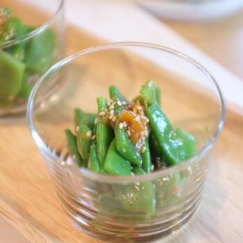 簡単に作ることができて、次の日も美味しい副菜的メニューは常備菜として冷蔵庫にあると安心。さっぱり梅ポン酢で和えた一品は爽やか。箸休めにもぴったりです。