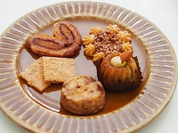 """フランス語で""""お祝い""""を意味する「La Fete(ラフェット)」は、世界各国のお祝い菓子を取り扱う専門店。世界中のおめでとうをスイーツで大切な方へ届けてみませんか?"""