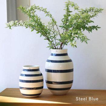 ケーラーのオマジオのようなコロンとしたフォルムの花器も小さめの枝物におすすめ。コンパクトに枝物を飾りたいときにも便利です。