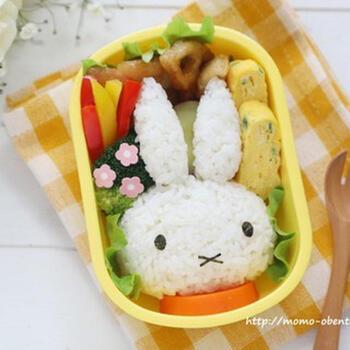 子供が喜ぶ《お弁当おかずレシピ54品》簡単&かわいい便利グッズや詰め方例も!