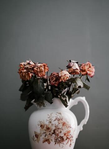 薔薇好きさんへ贈る*日常が潤う「薔薇のある部屋」の作り方&おすすめ小物