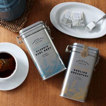 おしゃれなキャニスター缶が魅力的なイギリスの紅茶です。アールグレイとイングリッシュブレックファーストから選べます。ティーバッグタイプなので気軽に淹れられるのもポイント。プレゼントにもおすすめです。